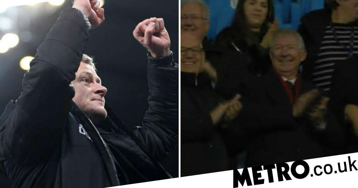 Solskjaer shares class moment with Sir Alex Ferguson after Man Utd victory