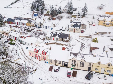 Parts of UK wake up to blanket of snow as temperatures plunge