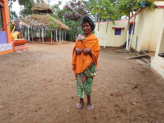 Esta mulher da Índia deve entrar no Guinness Book of World Records por ter o maior número de dedos das mãos e pés no mundo.  Veja a história do SWNS SWOCfingers.  Kumari Nayak, 63 anos, nasceu com polidactilismo - uma anormalidade comum ao nascer onde a pessoa tem dedos das mãos e dos pés.  Ela tem 19 dedos do pé e 12 dedos no total e deve entrar no Guinness Book of World Records este ano.  Kumari vence o recordista anterior, Devendra Suthar, que também é da Índia e entrou no livro de recordes em 2014 com 14 dedos e 14 dedos.