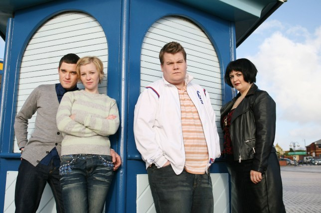 Television programme : Gavin and Stacey S1 - Picture shows (L-R) Mathew Horne as Gavin, Joanna Page as Stacey, James Corden as Smithy and Ruth Jones as Nessa