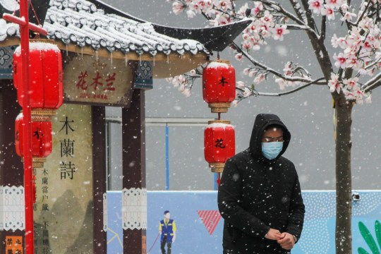 Person wearing a face mask in China