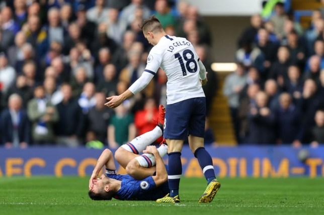 Giovani Lo Celso del Tottenham è sfuggito alla punizione dopo un scioccante placcaggio contro il capitano del Chelsea Cesar Azpilicueta