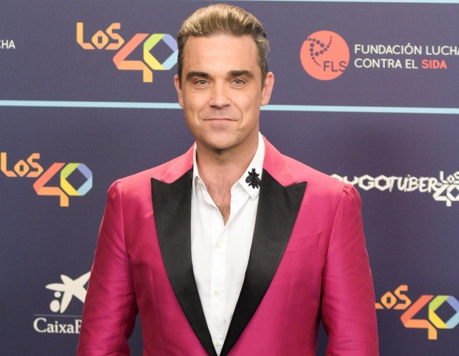 BARCELONA, SPAIN - DECEMBER 01: Robbie Williams poses for a photocall during the Los 40 Music Awards 2016 held at the Palau Sant Jordi on December 1, 2016 in Barcelona, Spain. (Photo by Robert Marquardt/Getty Images)