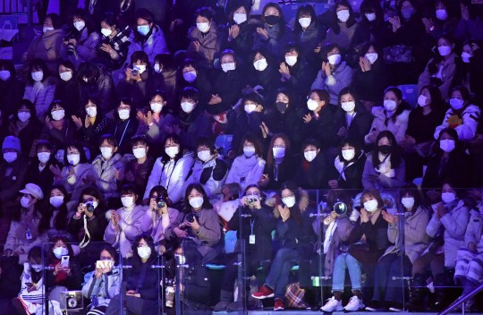 Spectators wear face masks to help prevent the spread of the SARS-like virus that originated in central China as they watch the exhibition gala at the ISU Four Continents Figure Skating Championships in Seoul on February 9, 2020. - South Korea has confirmed 27 cases of the new coronavirus virus so far. (Photo by Jung Yeon-je / AFP) (Photo by JUNG YEON-JE/AFP via Getty Images)
