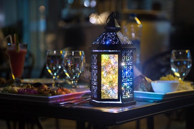 Fanoos at Iftar Table