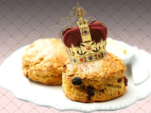 A former royal chef is giving online lessons on how to make the Queen's favourite scones