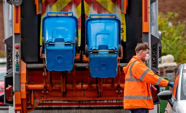 A refuse collector in Liverpool wears a facemask as he continues to do his job as the UK continues in lockdown to help curb the spread of the coronavirus. PA Photo. Picture date: Monday March 30, 2020. A total of 1,228 patients are reported to have died after testing positive for coronavirus in the UK. See PA story HEALTH Coronavirus. Photo credit should read: Peter Byrne/PA Wire