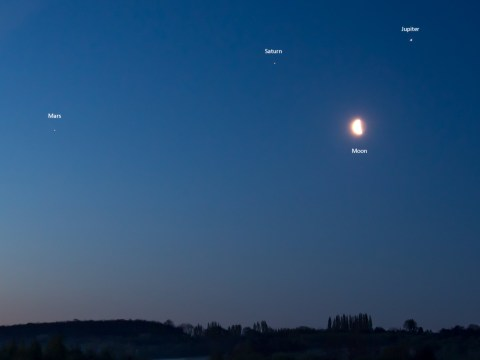 Mars, Saturn and Jupiter align in the dawn sky next to the moon