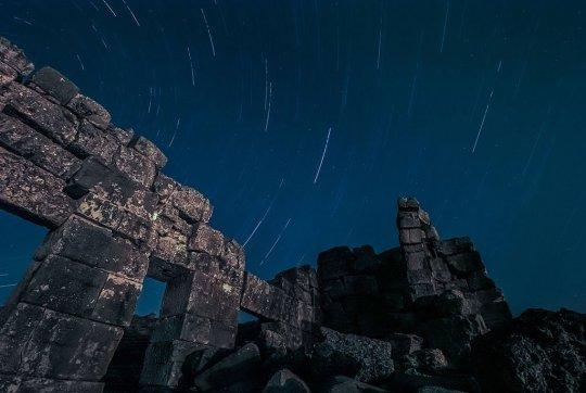 The Lyrids over the ancient city of Aizanoi in Kutahya, Turkey