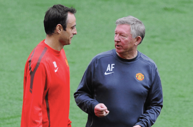 Dimitar Berbatov chats to Sir Alex Ferguson before Manchester United's Champions League final defeat to Barcelona in 2011