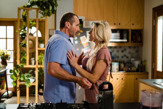 Toadie and Dee in Neighbours