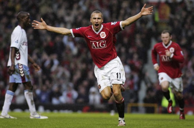 MANCHESTER, ENGLAND - JANUARY 7:  Henrik Larsson of Manchester United celebrates scoring the first goal during the FA Cup sponsored by E.ON Third Round match between Manchester United and Aston Villa at Old Trafford on January 7 2007 in Manchester, England. (Photo by Tom  Purslow/Manchester United via Getty Images)