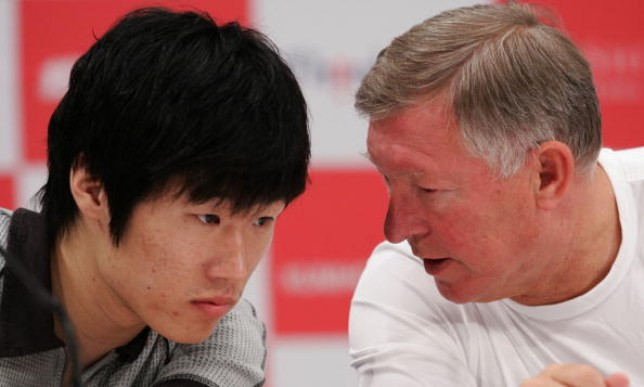 Park Ji-sung avec l'ancien manager de Manchester United, Sir Alex Ferguson
