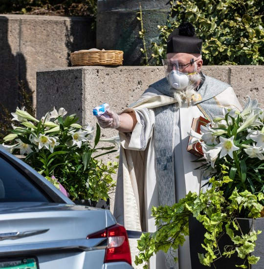 8328201 Detroit Priest Becomes Meme For Squirting Holy Water At Churchgoers At Socially-Distanced Service Hi can we get the meme pics https://www.unilad.co.uk/viral/detroit-priest-becomes-meme-for-squirting-holy-water-at-churchgoers-at-socially-distanced-service/?source=facebook Are we allowed to get the pics? says name of who took pics in the post https://www.facebook.com/stambroseparish/posts/2573859956164663 I also saw this woman had commented she was there but you cant see the water gun in her pics https://www.facebook.com/photo?fbid=10157896021402713&set=pb.712632712.-2207520000.. From: Sean O'Hare