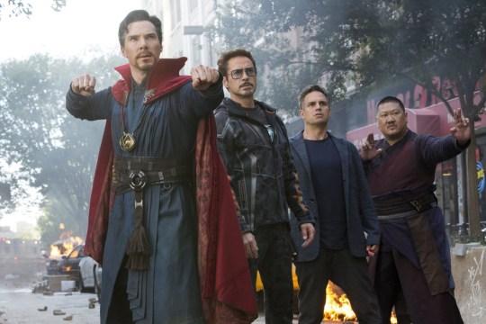 Benedict Cumberbatch, Robert Downey Jr, Mark Ruffalo, Benedict Wong  inAvengers Infinity War - 2018