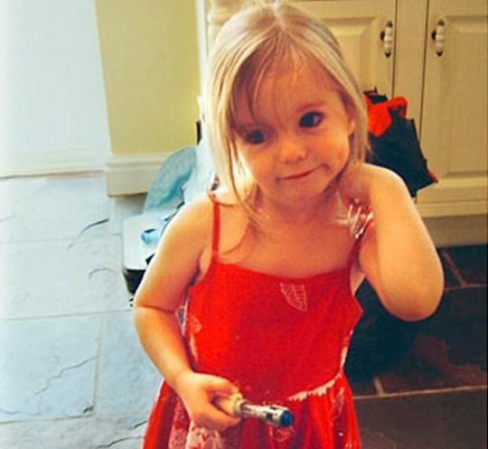 Madeleine McCann, âgée de trois ans, du Leicestershire, qui a disparu et aurait été enlevée alors qu'elle dormait dans une chambre d'appartement de vacances au Mark Warner's Ocean Summer Club dans la station balnéaire de Praia da Luz, au Portugal, pendant des vacances en famille.