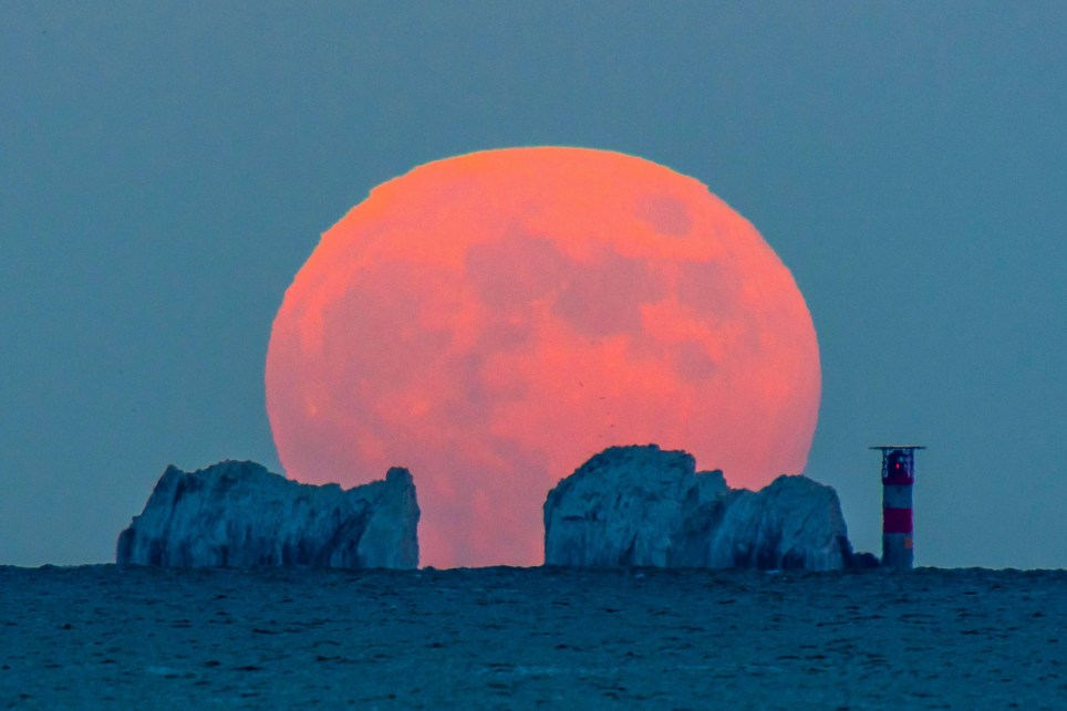 Alamy Live News. 2BX7J31 The Needles, Isle of Wight, UK. 5th June 2020. UK Weather. The full Strawberry Moon rises up from behind The Needles on the Isle of Wight at dusk viewed from Mudeford in Dorset. Picture Credit: Graham Hunt/Alamy Live News This is an Alamy Live News image and may not be part of your current Alamy deal . If you are unsure, please contact our sales team to check.
