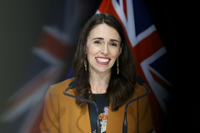 Le Premier ministre néo-zélandais Jacinda Ardern s'adresse aux médias lors d'une conférence de presse post-ministérielle au Parlement