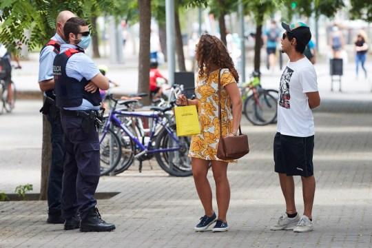 On dit aux gens en Espagne de porter des masques