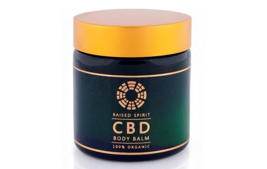 migliori prodotti per la cura della pelle con olio di CBD: balsamo per il corpo CBD Spirit sollevato