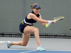 Johanna Konta treated for heart palpitations during Lexington Open defeat