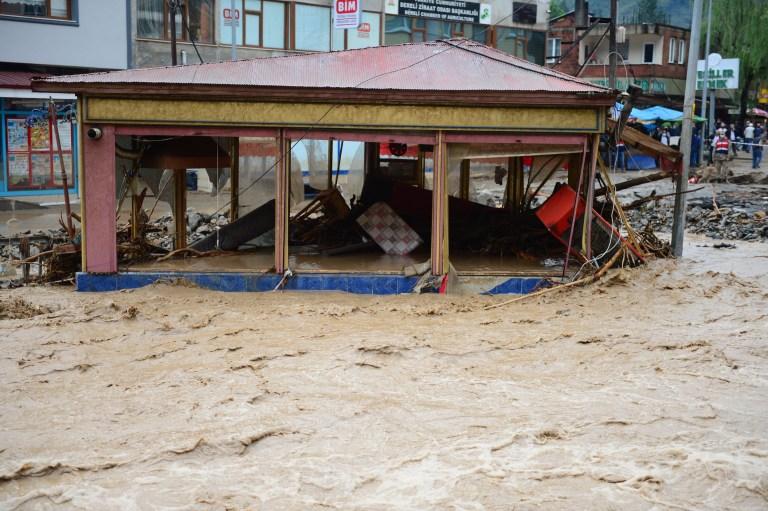 GIRESUN, TURQUIE - 23 AOÛT: Une vue de la zone touchée par les inondations après que de fortes pluies aient provoqué des inondations dans le district de Dereli à Giresun, en Turquie, le 23 août 2020 (Photo de Gultekin Yetgin / Anadolu Agency via Getty Images)
