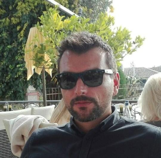 Deux amoureux des étoiles modernes ont prouvé que la romance était toujours en plein essor dans la belle ville de Vérone après être tombés amoureux l'un de l'autre depuis leur balcon pendant le verrouillage.  Paola Agnelli, 39 ans, a repéré Michele D? Alpaos, 38 ans (photo) sur un balcon opposé https://www.instagram.com/paola.agnelli80/?hl=fr
