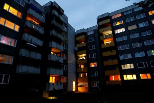 Une vue montre le bâtiment résidentiel où les corps de cinq enfants ont été retrouvés dans la ville occidentale de Solingen, en Allemagne, le 3 septembre 2020. REUTERS / Thilo Schmuelgen TPX IMAGES DU JOUR