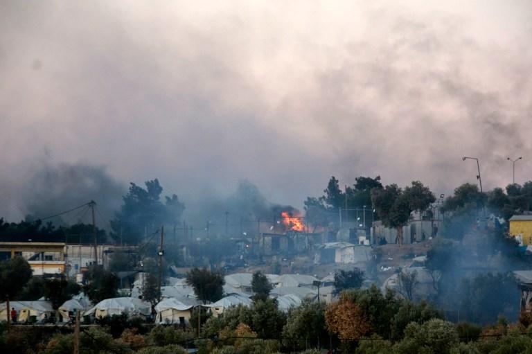 Un incendie brûle dans le camp de réfugiés de Moria sur l'île de Lesbos, au nord-est de la mer Égée, en Grèce, le mercredi 9 septembre 2020.