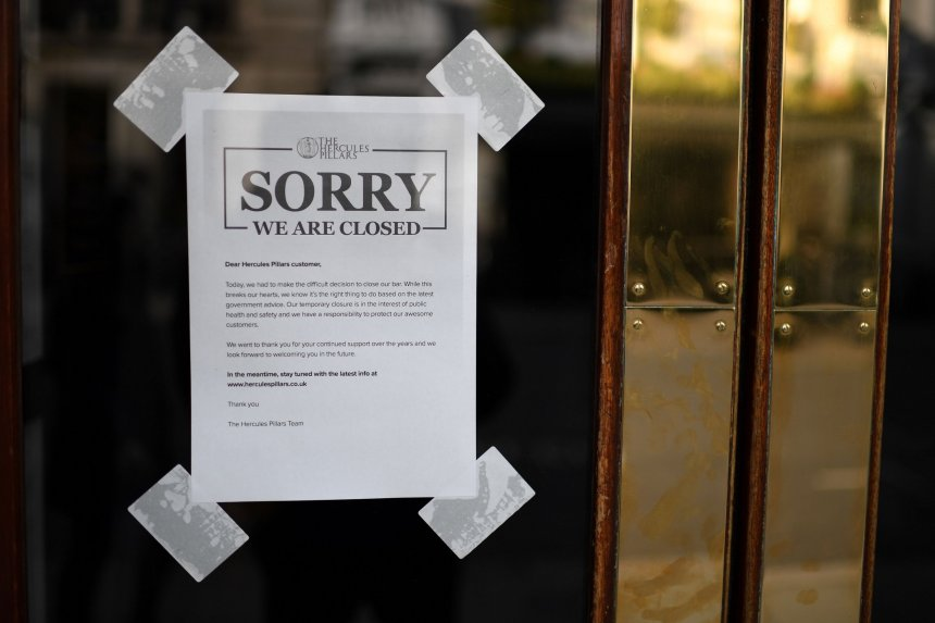 A sign on the door of a pub notifies customers that it will be temporarily closing the bar in London on March 20, 2020, during the ongoing coronavirus pandemic. - Britain's Prime Minister Boris Johnson on Thursday said he was confident the country can slow the spread of coronavirus in the next three months through tough measures to cut social contact. The government earlier this week called for more people to work from home, and avoid public transport, pubs, clubs and restaurants, to try to slow infection rates. (Photo by DANIEL LEAL-OLIVAS / AFP) (Photo by DANIEL LEAL-OLIVAS/AFP via Getty Images)