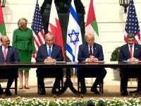 WASHINGTON, DC, USA - Les Emirats Arabes Unis et Bahreïn signeront des accords normalisant les relations avec Israël à la Maison Blanche.  ++ HORAIRE: Le président Trump du 1600GMT accueille la cérémonie de signature des accords d'Abraham