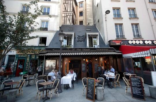 Photographie d'un café à Paris