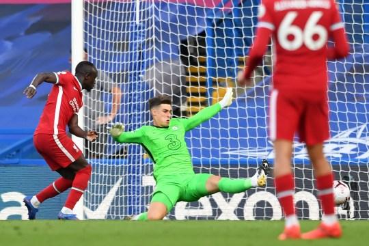 Sadio Mane aprovechó el error de Kepa para duplicar la ventaja del Liverpool