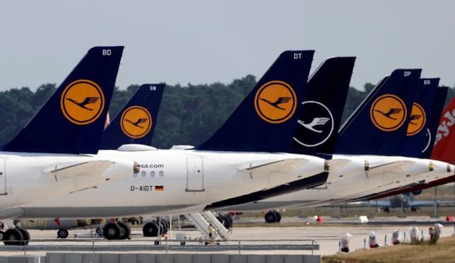 Des avions du transporteur allemand Lufthansa sont stationnés à l'aéroport de Berlin Schoenefeld, au milieu de la propagation de l'épidémie de coronavirus (COVID-19) à Schoenefeld, Allemagne, le 25 juin 2020.