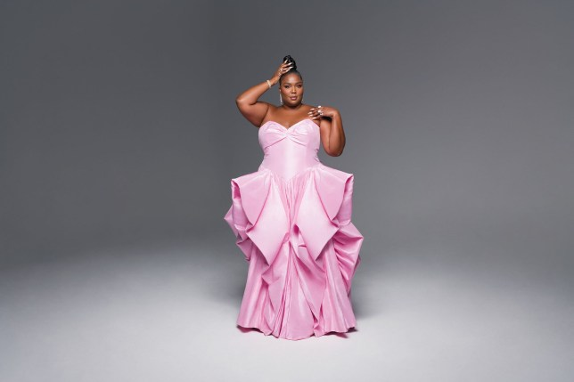 Lizzo wants 'being fat to be normalised' as she brings her juice to cover  of Vogue - SimpleNews
