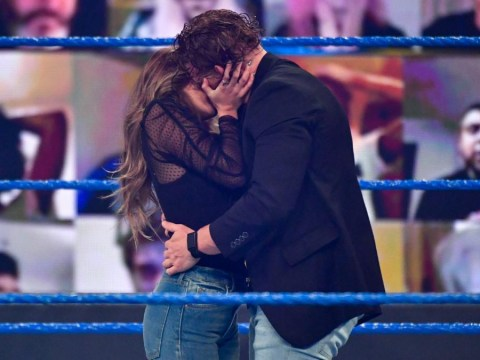 WWE SmackDown results: Aalyah Mysterio kisses Murphy, Jey Uso joins Roman Reigns and more