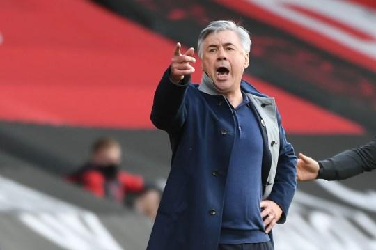 Carlo Ancelotti observa durante el choque del Everton con el Southampton
