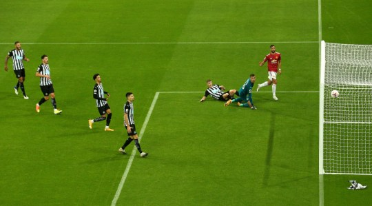 Bruno Fernandes puts Manchester United in front against Newcastle