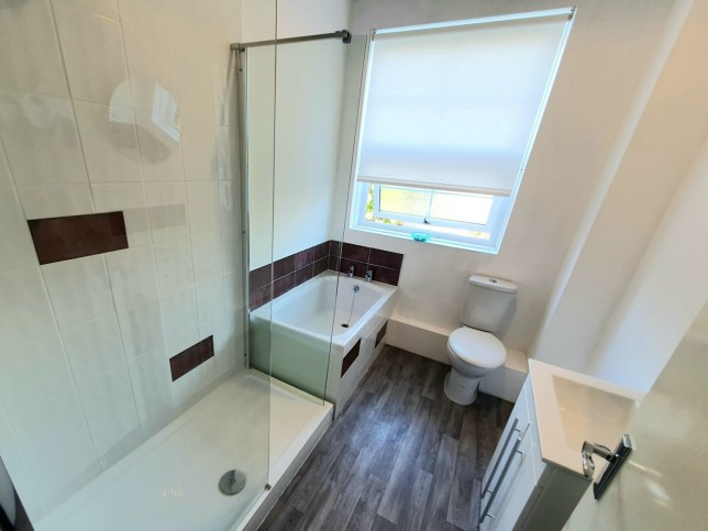 One bedroom flat with tiny 'three-quarter bathtub' has people in hysterics