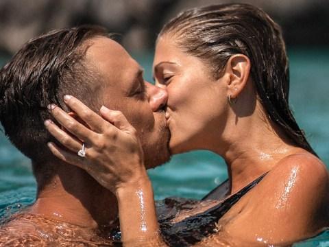 Influencer boyfriend asks girlfriend to marry him in stunning underwater proposal
