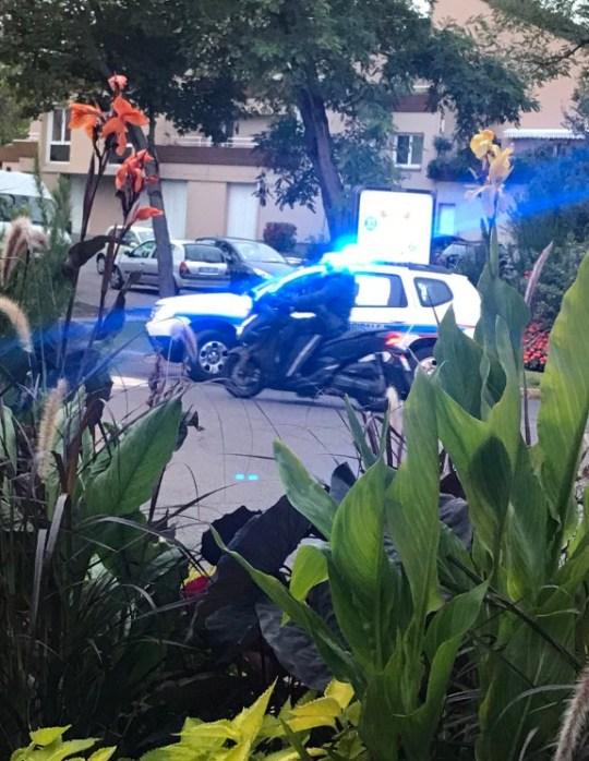 Un homme armé `` criant Allahu Akbar '' DEVIENT un homme à Paris attaque `` motivé par les caricatures du Prophète '' avant d'être abattu par la police