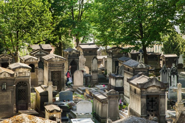 the graveyard at 16 Rue du Repos, 75020 Paris