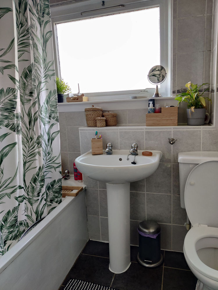 What I Rent: Megan, Falkirk - the bathroom