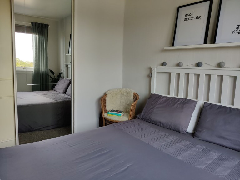 What I Rent: Megan, Falkirk - bed with good morning and good night signs