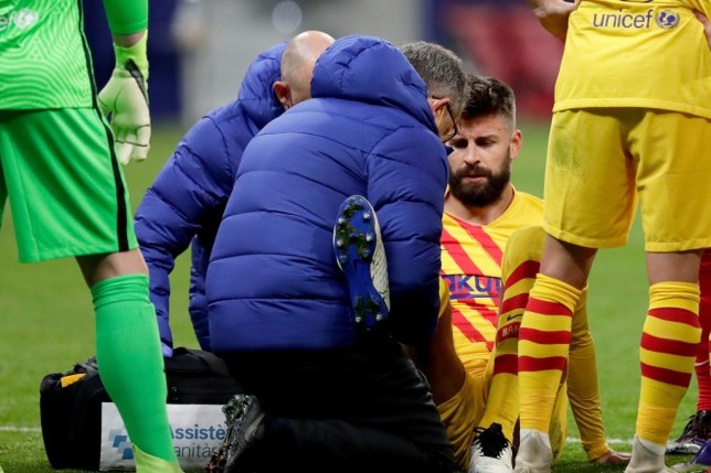 Gerard Pique receives treatment during Barcelona's La Liga defeat to Atletico Madrid