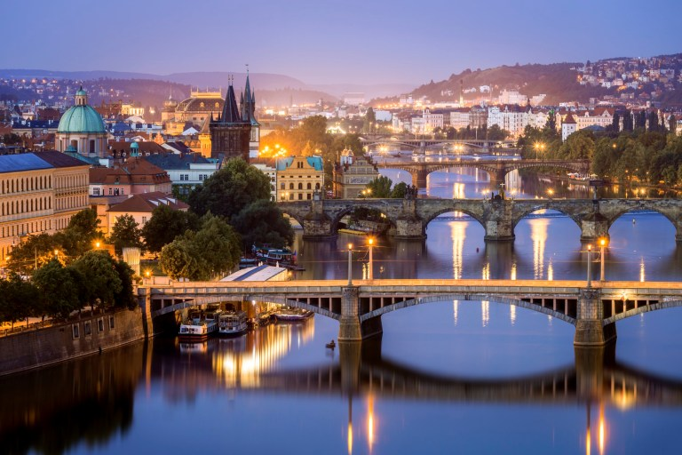 Photograph taken an hour before sunrise Photograph taken at Letensk?? profil scenic point Charles Bridge, 2nd closest