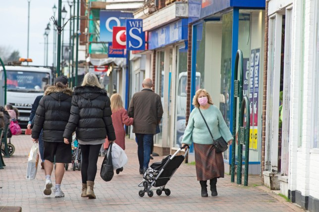 ?? Licensed to London News Pictures. 23/11/2020. Sittingbourne, UK. Shoppers wearing protective masks in Sittingbourne High Street in Swale, Kent today. Swale in Kent now has the highest Covid-19 infection rate in the country overtaking Hull. Photo credit:Grant Falvey/LNP