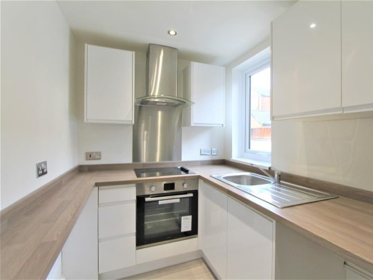 13ft wide home renovated and now on sale. Goldhill Road, in Knighton, Leicester - the kitchen
