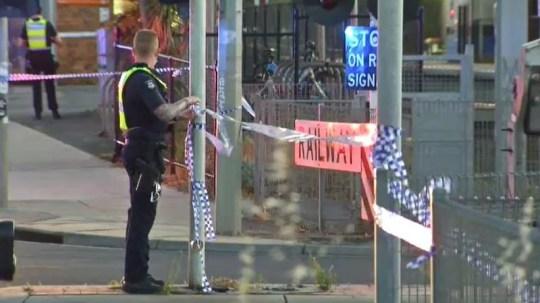 Un homme poignardé à mort `` avec une bouteille cassée '' après avoir `` défendu sa petite amie contre les Yobs ''