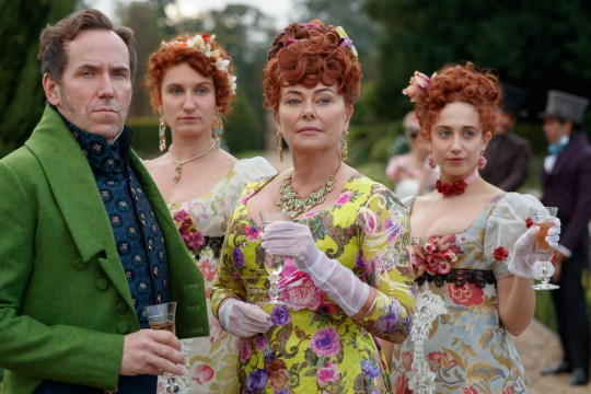 Bridgerton on Netflix: BEN MILLER as LORD FEATHERINGTON, BESSIE CARTER as PRUDENCE FEATHERINGTON, POLLY WALKER as PORTIA FEATHERINGTON and HARRIET CAINS as PHILLIPA FEATHERINGTON
